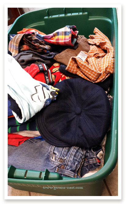 perfectly-organized-clothing-swap (6)