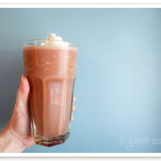 This sugar free chocolate milkshake will make you swoon!