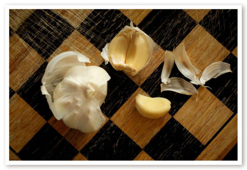 Eating Raw Garlic: You're Doing It Wrong