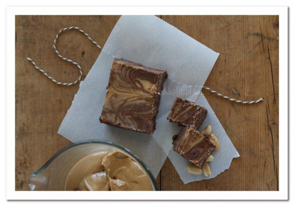 healthy sugar free peanut butter fudge that's SO easy to make...you won't believe that it didn't come from a candy shoppe!